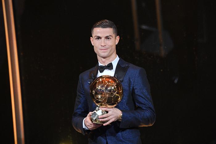 Португальский нападающий «Реала» Криштиану Роналду стал обладателем «Золотого мяча»