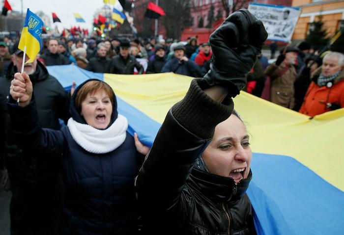 Сторонники Саакашвили начали марш в центре Киева в поддержку своего лидера