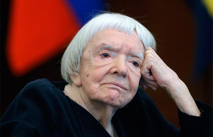 Путин присудил Людмиле Алексеевой премию заправозащитную деятельность