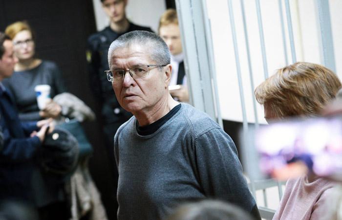 Песков отказался объяснять вердикт Улюкаеву