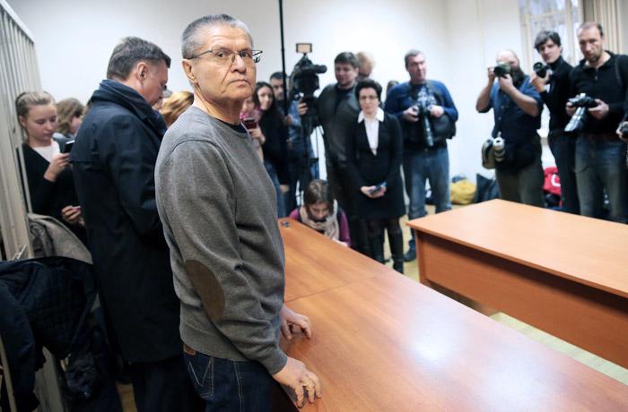 Улюкаев использовал авторитет собственной должности, чтобы потребовать взятку уСечина— вердикт