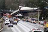 Не менее шести человек погибли в результате крушения поезда в США