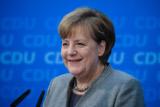 Меркель и Порошенко высказались за возвращение российских офицеров в СЦКК