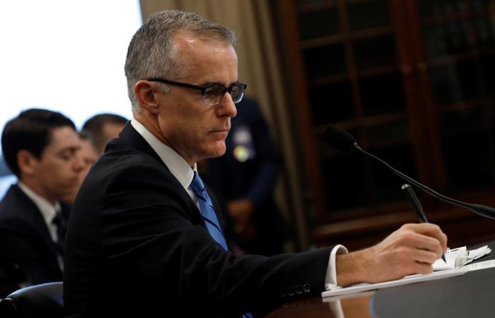Заместитель директора ФБР уйдет в отставку в следующем году