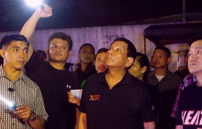 НаФилиппинах пожар в коммерческом центре заблокировал в помещении 37 человек