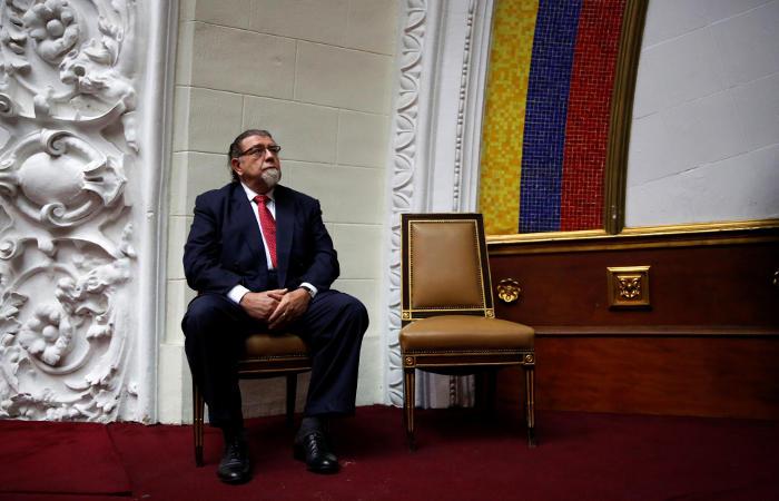 Венесуэла выслала дипломатов двух стран