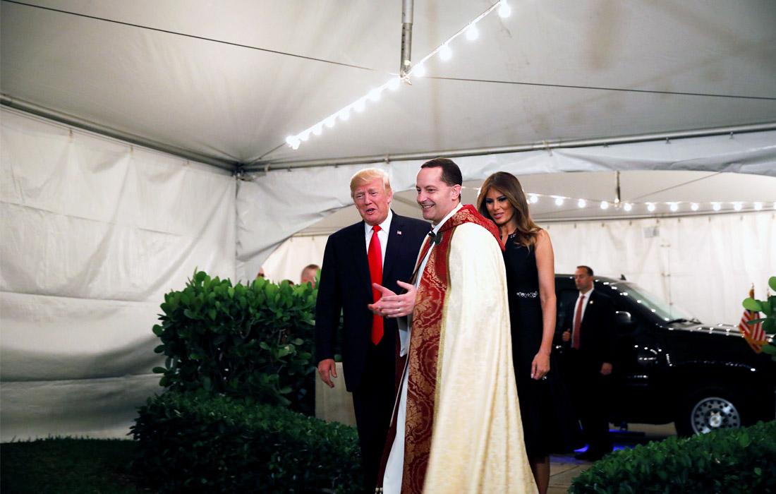Президент США Дональд Трамп и первая леди Мелания Трамп прибыли на богослужение в епископальной церкви в Палм-Бич, штат Флорида