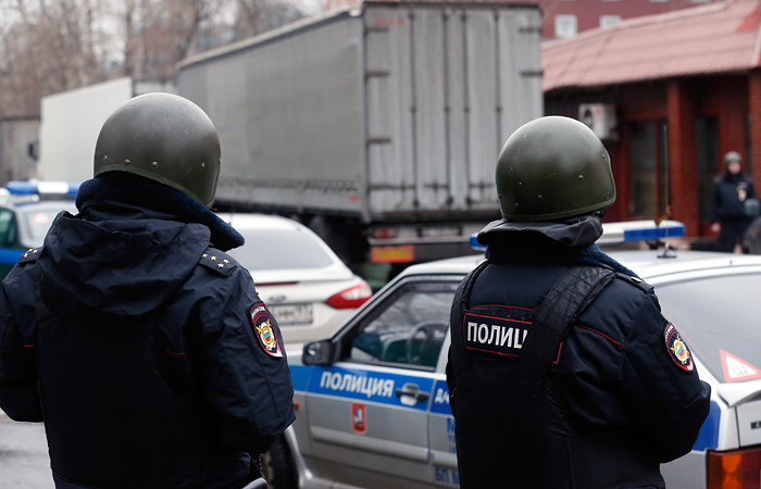 Из захваченной вооруженным мужчиной фабрики в Москве вывели двух человек