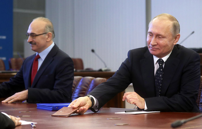 Путин лично приехал подавать документы в ЦИК