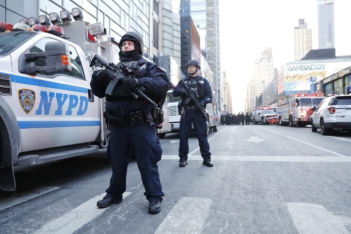 Полиция Нью-Йорка начнет учиться предотвращать теракты в новогодние праздники