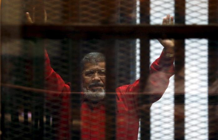 Экс-президент Египта Мурси приговорен к трем годам тюрьмы