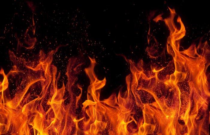 25-метровая главная елка Сахалина сгорела в новогоднюю ночь
