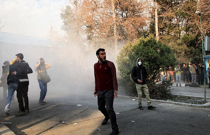 В Тегеране в связи с беспорядками задержали 450 человек