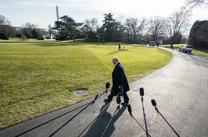 Юристы Трампа потребовали запретить публикацию книги о жизни в Белом доме