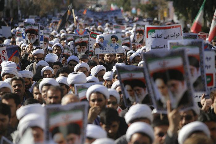"""В Иране после объявлении об """"окончании смуты"""" прошли проправительственные демонстрации"""