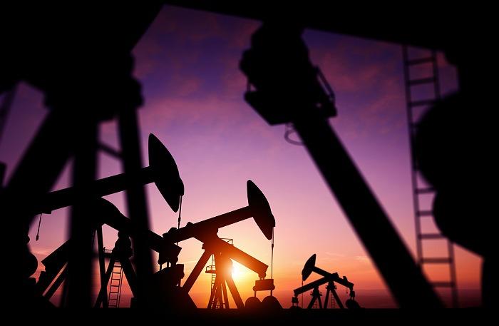 Цены на нефть продолжили расти на сигналах снижения запасов в США