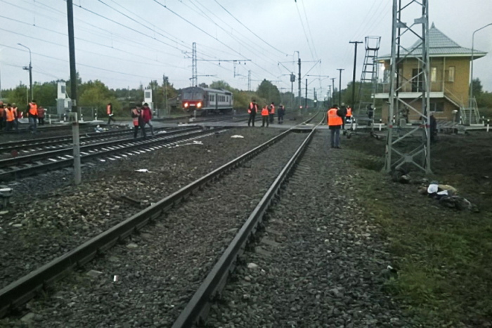 Поезд въехал в автомобиль на переезде в Приморье