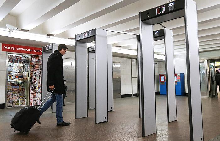 В метро Москвы за год пресекли провоз более 17 тыс. единиц разного вида оружия