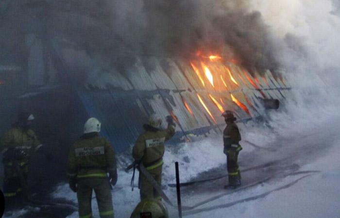 Собственнику и директорам горевшей новосибирской фабрики предъявлено обвинение