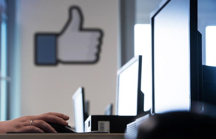 Facebook отдаст первенство сообщениям от близких в лентах соцсети