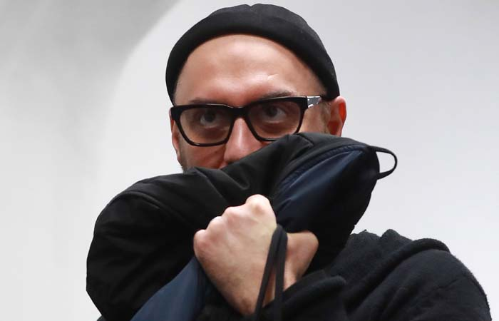 """Адвокат Серебренникова отверг версию следствия о """"списанных"""" на зарплаты 43 млн руб."""