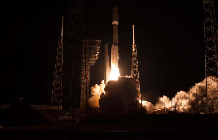Ракета-носитель Atlas V с военным спутником США стартовала с мыса Канаверал