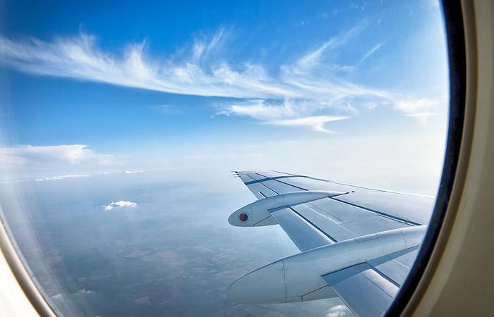 Внебе неподалеку от столицы опасно сблизились два пассажирских самолета