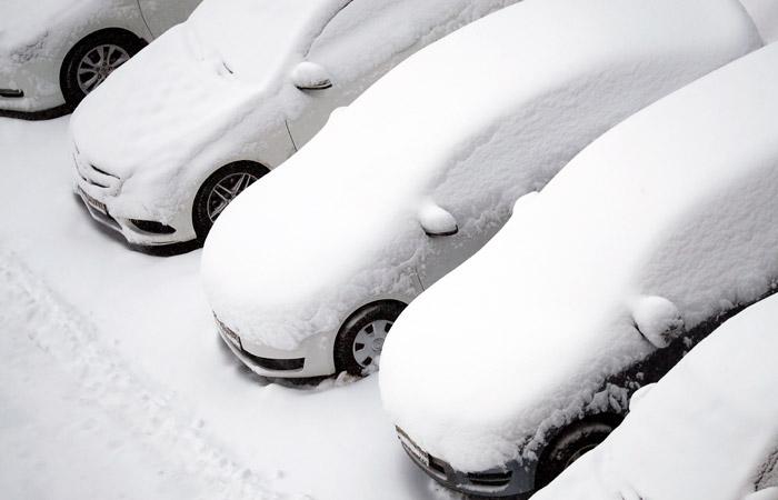 Мощнейший снегопад подступил к Москве