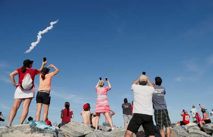 Центральный разгонный блок Falcon Heavy не смог сесть на плавучую платформу