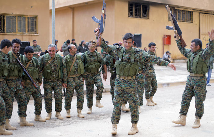 Коалиция под началом США ударила по проправительственным силам Сирии