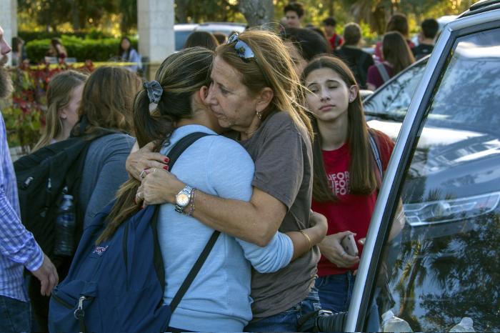 Как минимум 16 человек погибли в результате стрельбы в школе штата Флорида