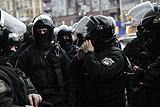 Украинские националисты сорвали и сожгли российский флаг у Россотрудничества в Киеве
