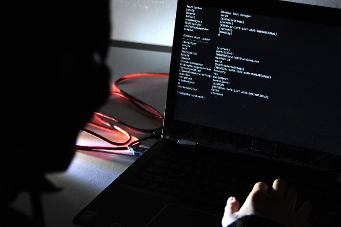 Чехия остановила выдачу подозреваемого в хакерских атаках россиянина Никулина
