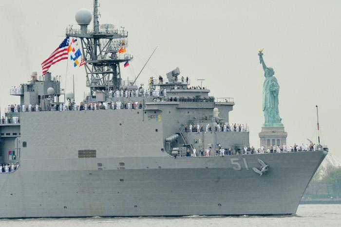 В Черное море вошел большой десантный корабль ВМС США с морпехами на борту