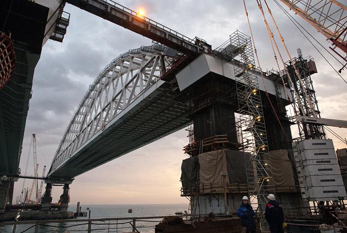 Ротенберг пообещал открыть автомобильную часть Крымского моста после 9 мая