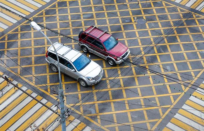 На российских дорогах появится новая желтая и синяя разметка