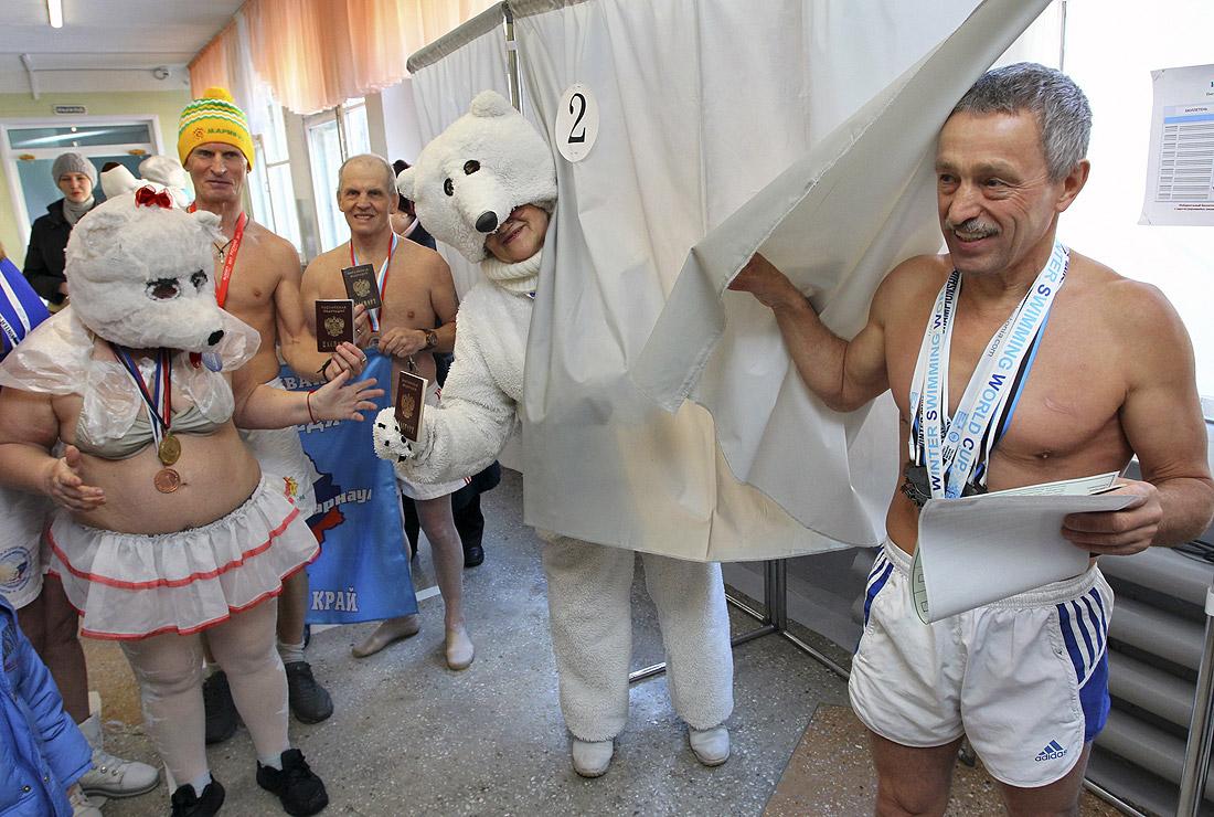 """... членов плавательного клуба """"Белый медведь"""" в Барнауле"""