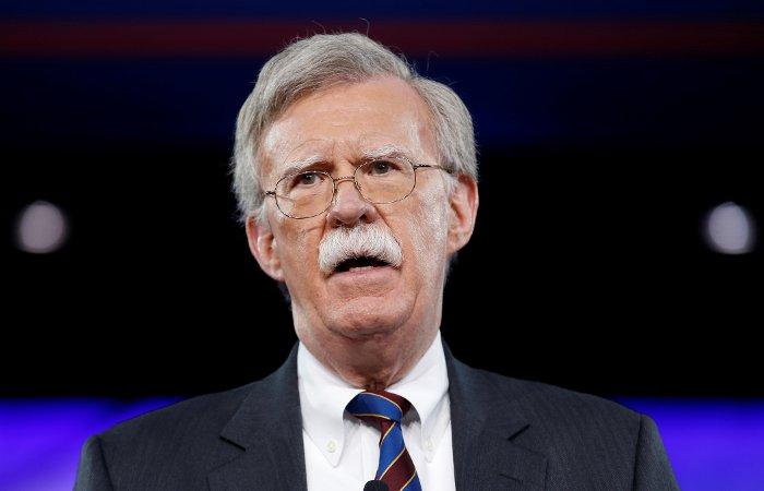 Трамп нехотел назначать Болтона советником из-за его усов как уморжа