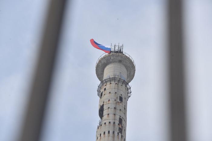 В центре Екатеринбурга снесли часть 220-метровой телебашни