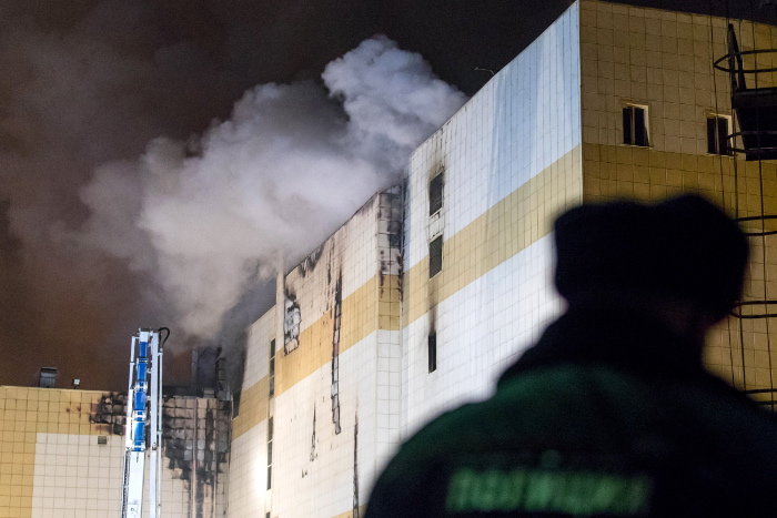 При пожаре в Кемерове погибли 37 человек