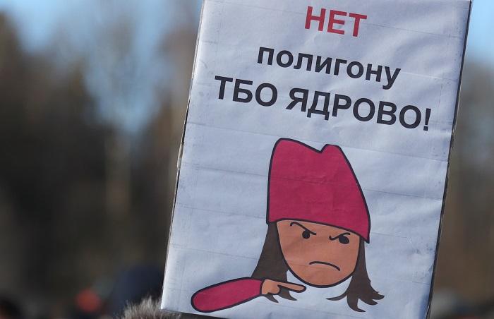 """Девочка в розовом вошла в инициативную группу по решению проблем свалки """"Ядрово"""""""