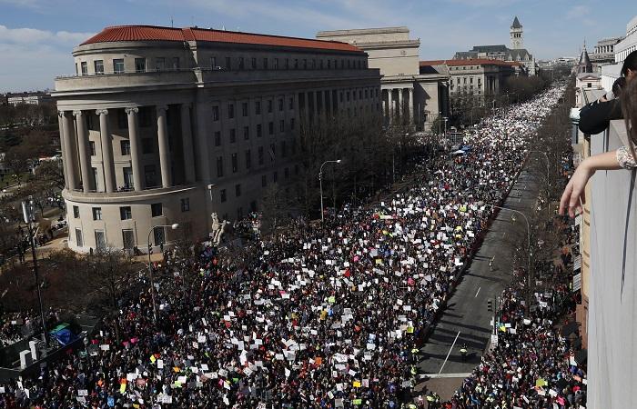 Кортежу Трампа пришлось изменить маршрут из-за протестов во Флориде
