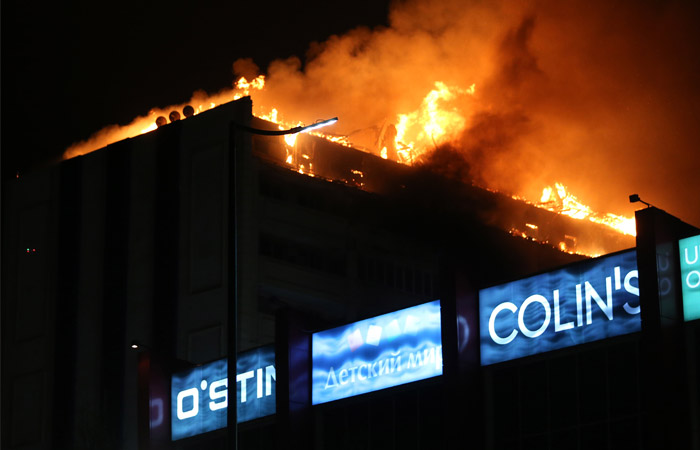 Вцентре Грозного загорелась крыша многоэтажного дома