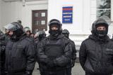 Дополнительные силы ОМОНа прибыли на площадь в Кемерове