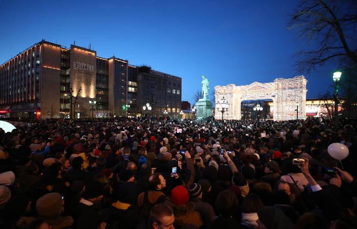 Полиция Москвы насчитала 12 тысяч участников акций в память о жертвах пожара в Кемерове
