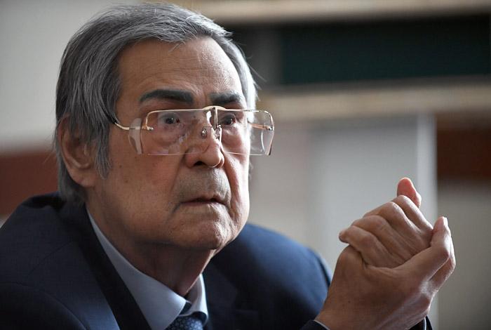 Тулеев ушел в отставку после почти 21 года губернаторства. Обобщение