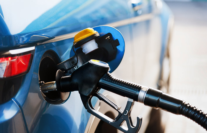 """Трейдеры нефтепродуктов написали премьеру РФ о """"неконтролируемом"""" росте цен на топливо"""