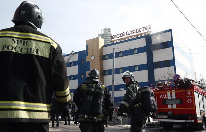 """Один человек погиб при пожаре в ТЦ """"Персей для детей"""""""