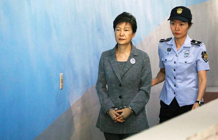 Экс-президент Южной Кореи Пак Кын Хе приговорена к 24 годам тюрьмы