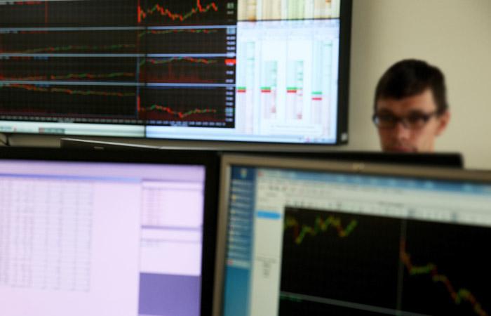 Рынок акций РФ немного отыграл падение на 10%